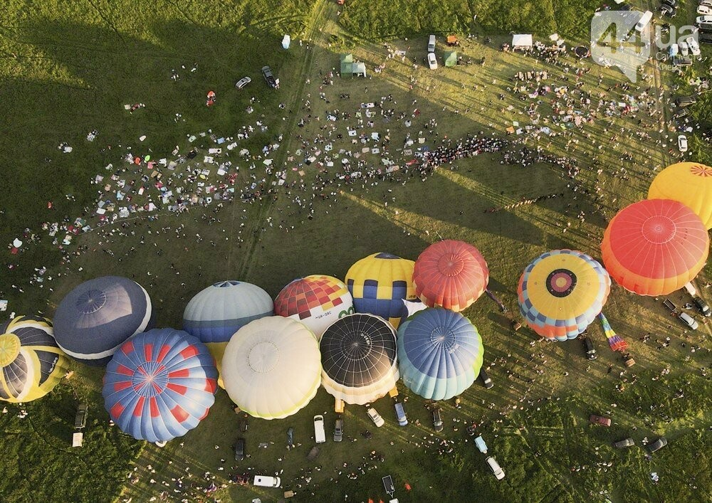 На выходных под Киевом состоялся фестиваль воздушных шаров «Монгольфьерия. Мама, я дома», фото-1