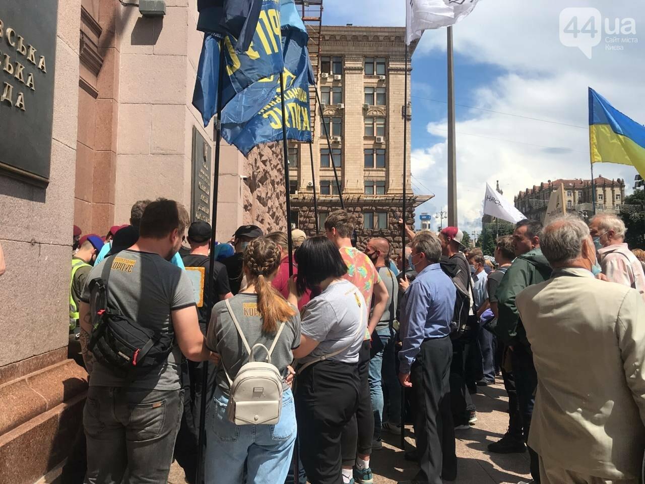 В Киеве митингующие начали штурм КГГА, Фото 44.ua