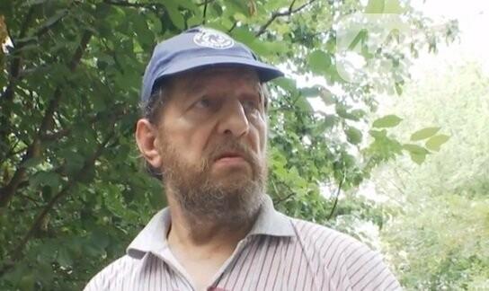 В Киеве мужчина несколько лет свозит мусор в квартиру