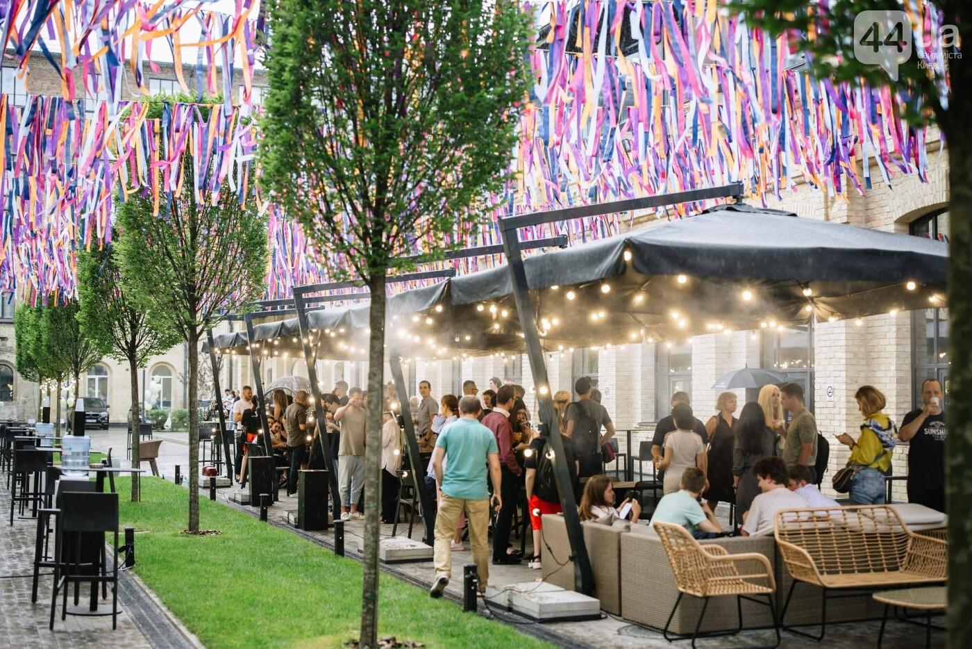 Летняя площадка с баром и кинотеатром на Арсенальной, Источник: The Village