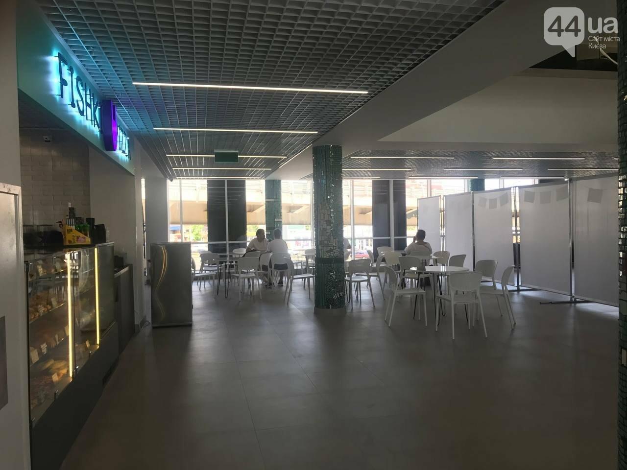 Второй этаж автовокзала: кассы и зона отдыха с фудкортом, Фото: 44.ua