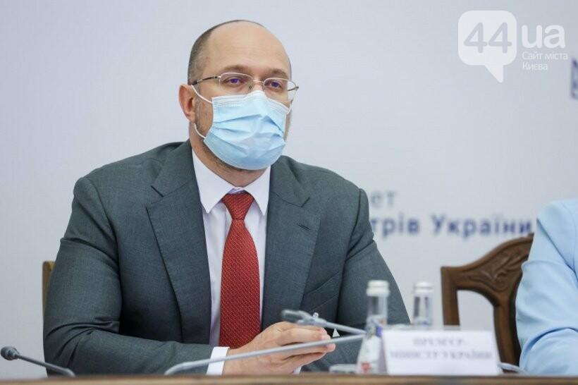 Премьер-министр Денис Шмыгаль во время заседания
