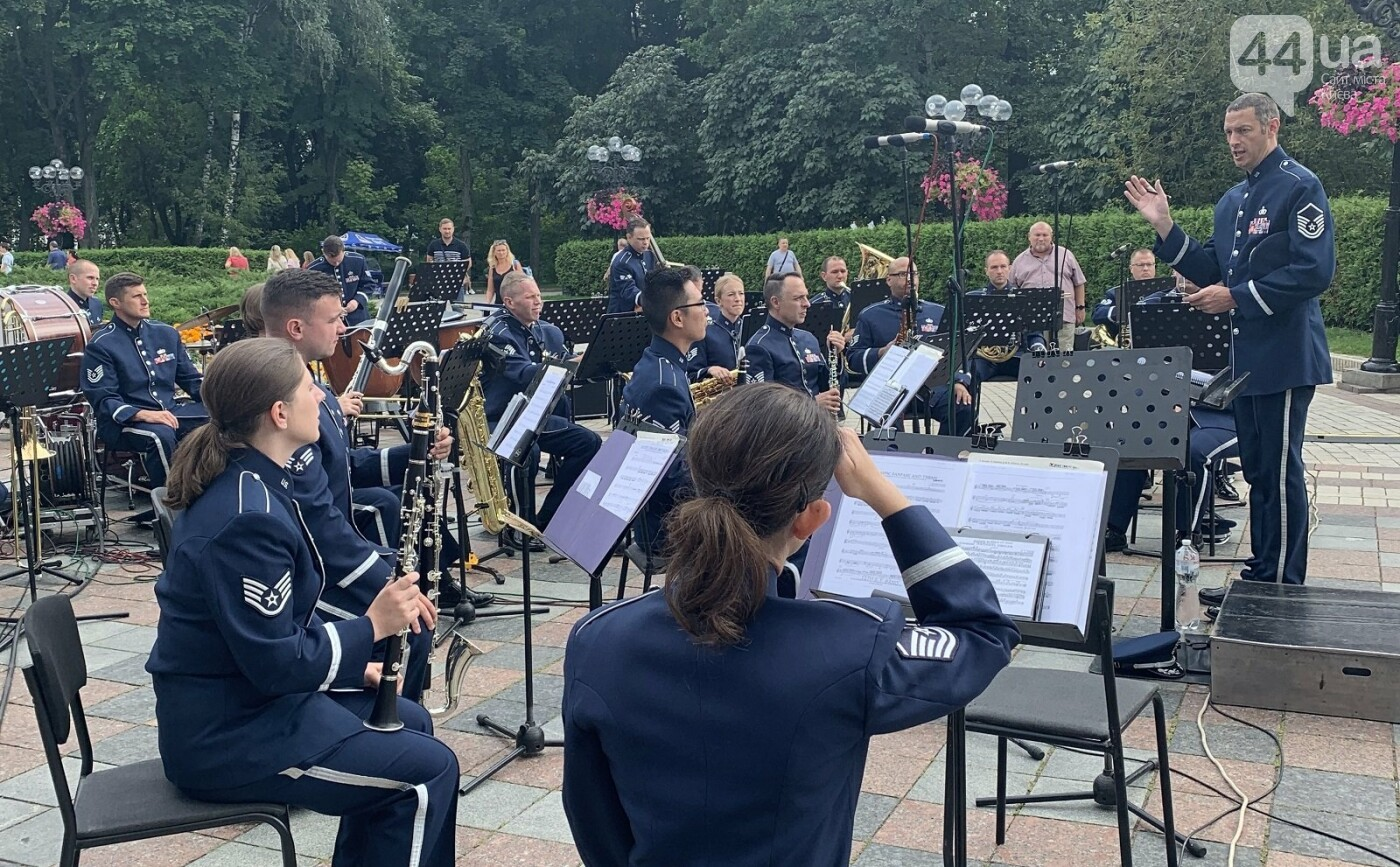 Выступление оркестра ВВС США в Киеве