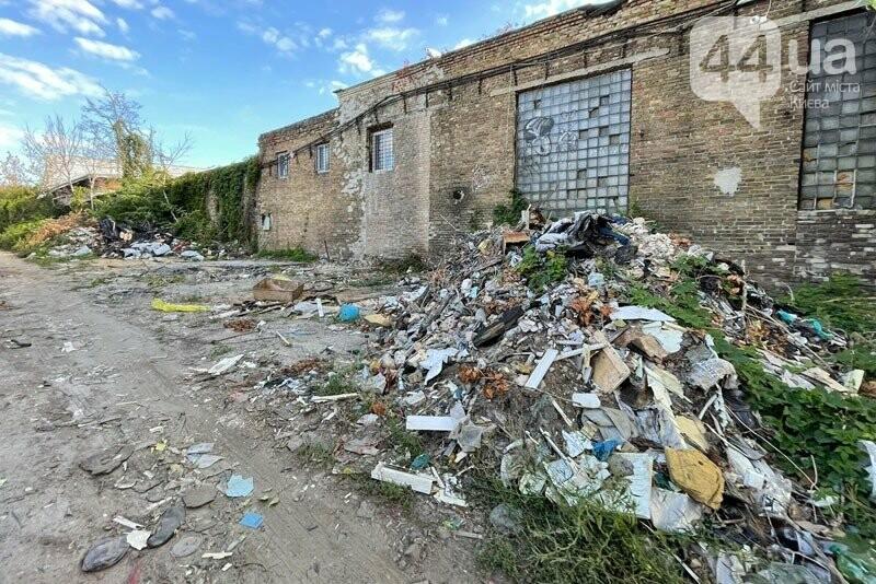 Свалка мусора на Отрадном, Источник: фото из Facebook-страницы Соломенской РГА