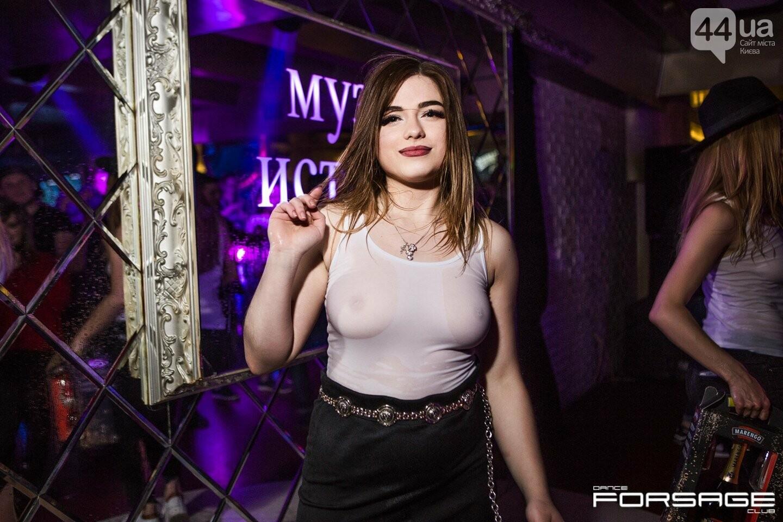konkurs-mokrih-maek-v-nochnom-klube-porno-russkoe