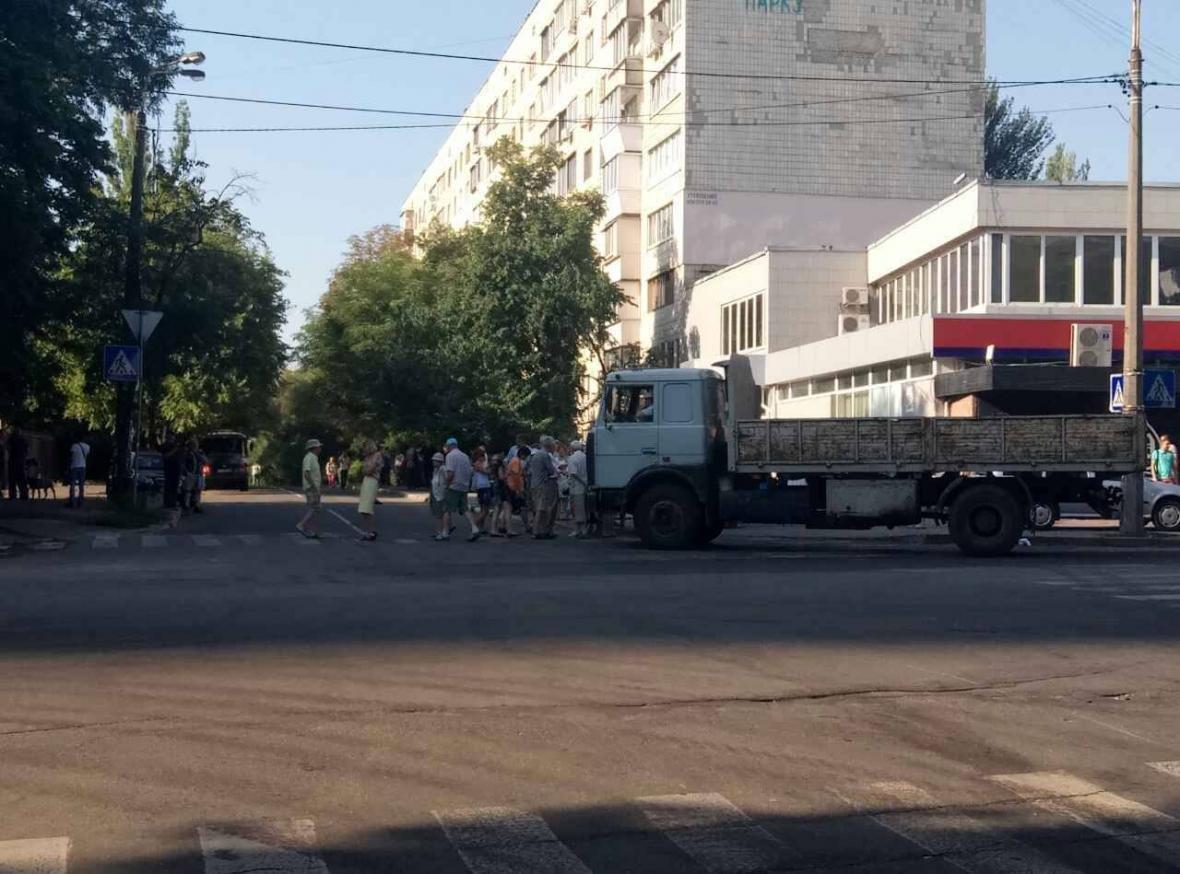 На киевском перекрестке разлили фекалии (ФОТОФАКТ), фото-1