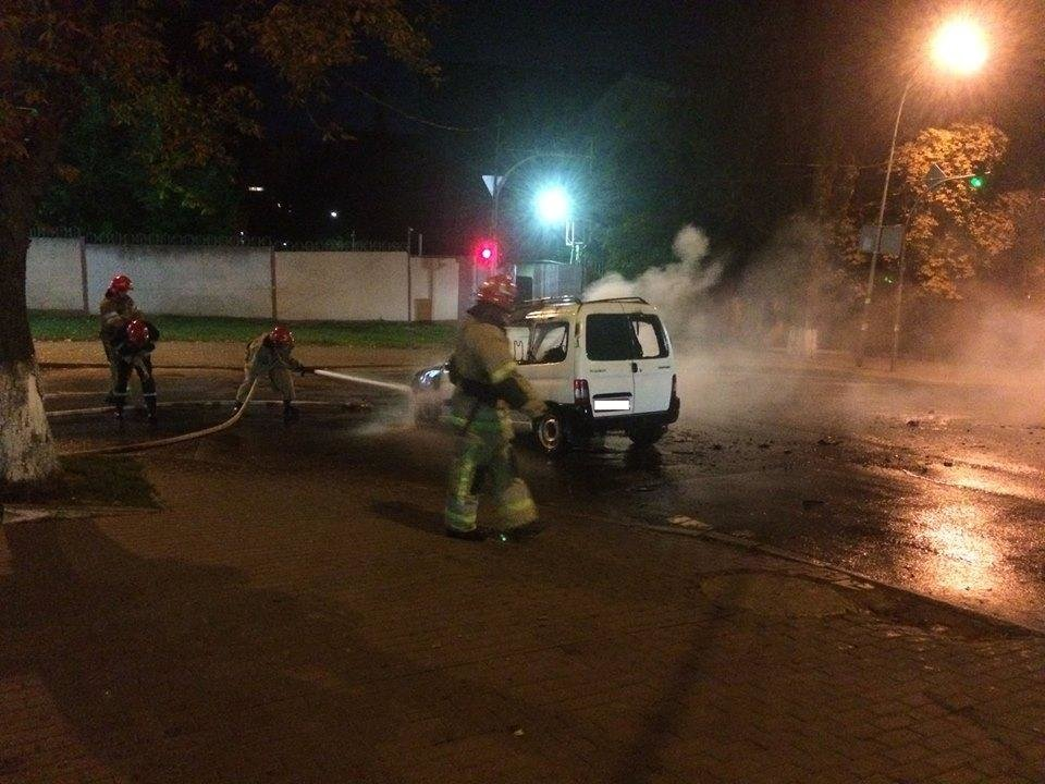 В Киеве на ходу вспыхнула машина (ФОТО), фото-1