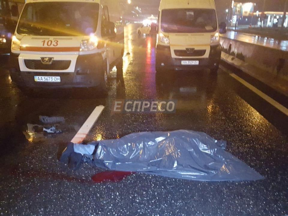 В Киеве легковушка насмерть сбила водителя троллейбуса (ФОТО), фото-1