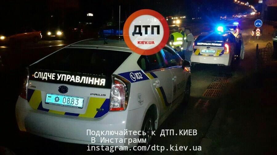В Киеве пешехода сбили две легковушки (ФОТО), фото-1