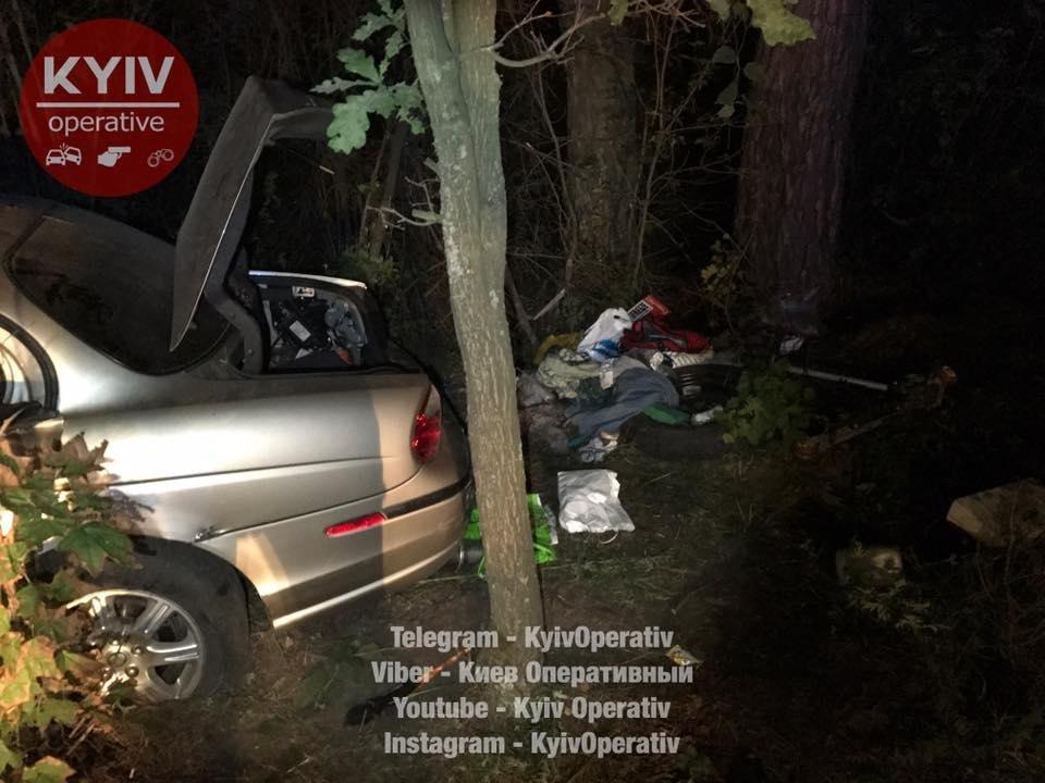 Под Киевом водитель Jaguar врезался в дерево: трое госпитализированы (ФОТО), фото-2