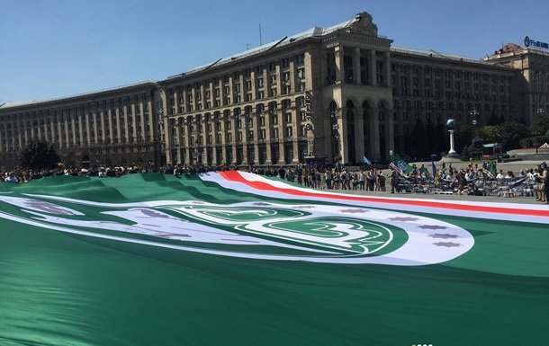 На Майдане развернули гигантский флаг непризнанной Ичкерии (ФОТО), фото-2