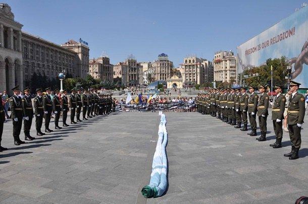 На Майдане развернули гигантский флаг непризнанной Ичкерии (ФОТО), фото-3