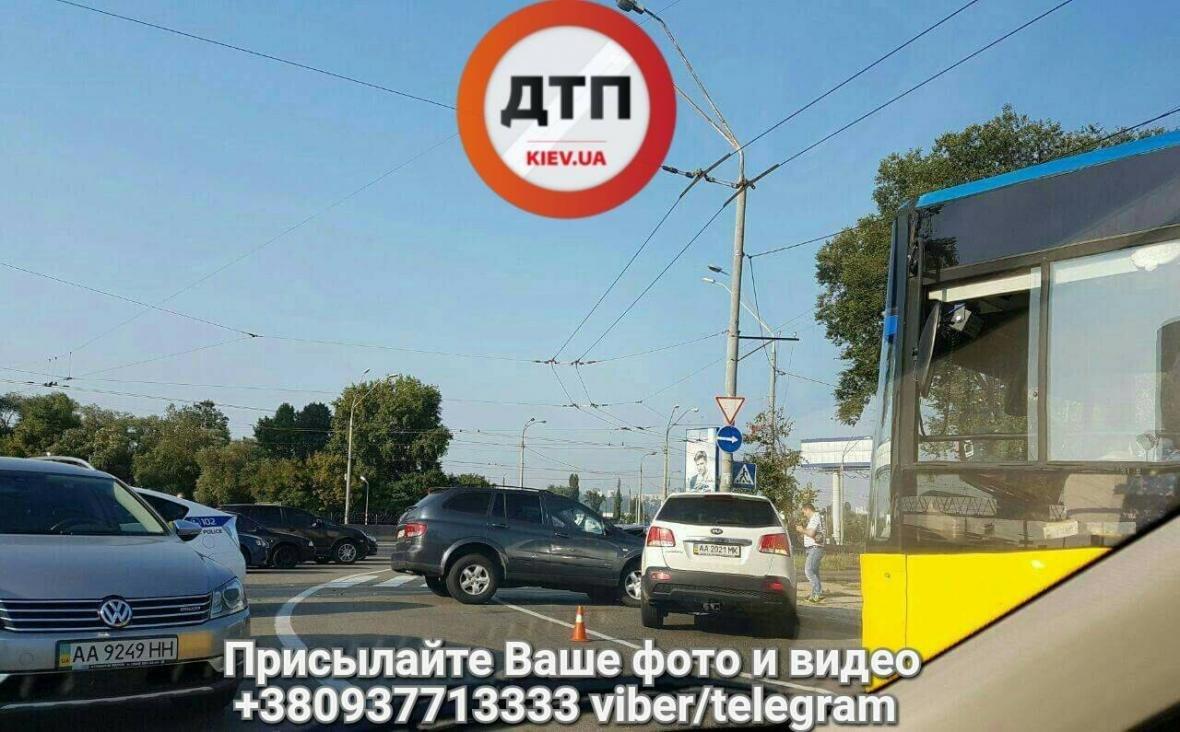 Масштабное ДТП в Киеве: столкнулись 4 авто (ФОТО), фото-1