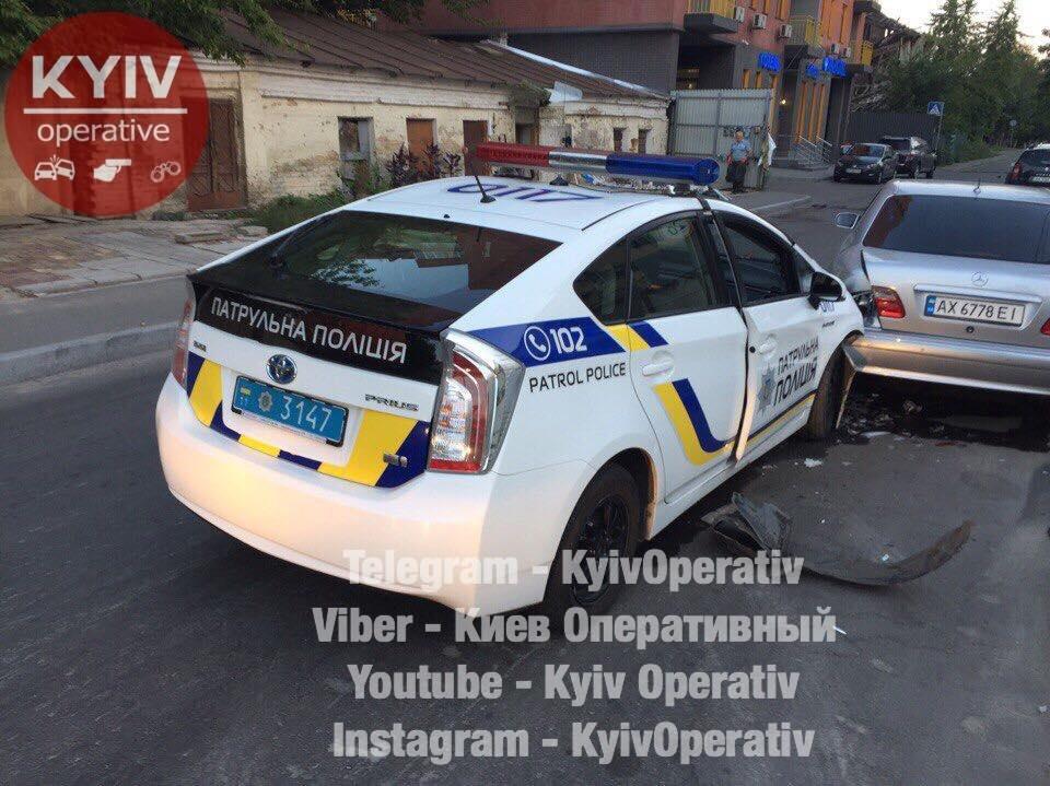 В Киеве уснувший патрульный протаранил Mercedes (ФОТО), фото-2