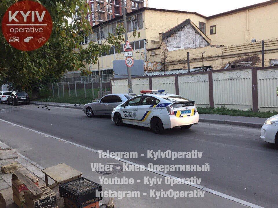 В Киеве уснувший патрульный протаранил Mercedes (ФОТО), фото-1