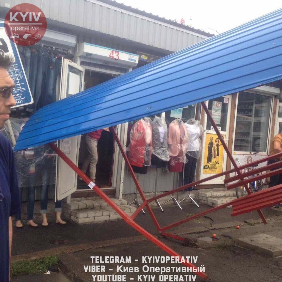 В Киеве автобус протаранил остановку (ФОТО), фото-5