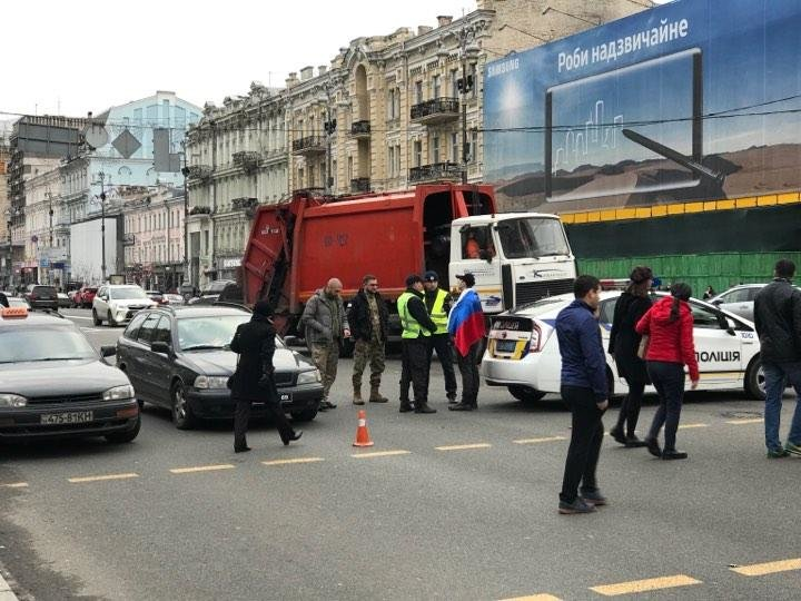 На Крещатике задержали мужчину с российским флагом, фото-1