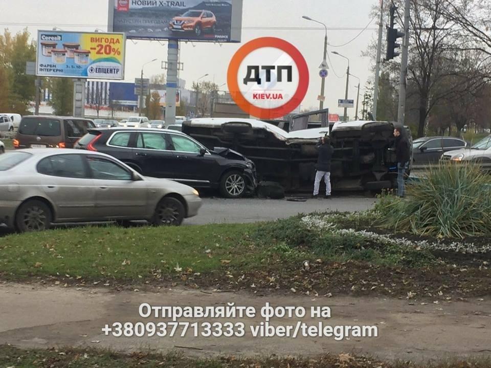 В Киеве произошло ДТП, 5 пострадавших (ФОТО), фото-1