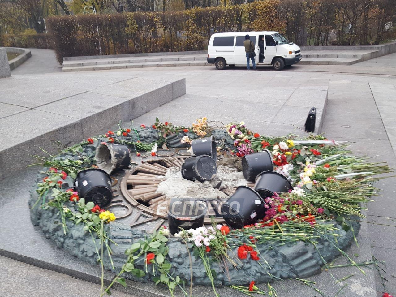 В Киеве разрушили Вечный огонь, фото-2