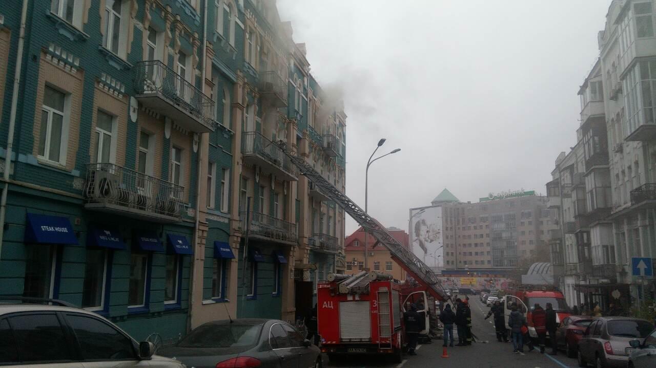 В Киеве из-за пожара перекрыли движение, фото-3