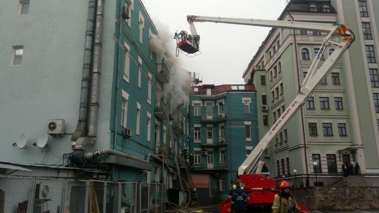 В Киеве из-за пожара перекрыли движение, фото-4