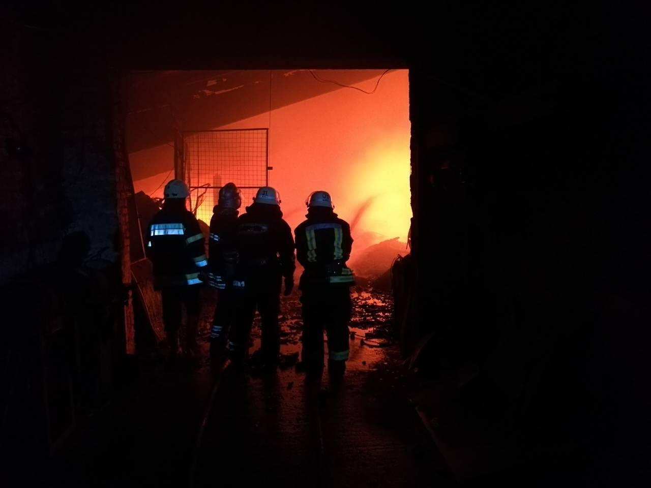 На Киевщине сгорел цех по производству биотоплива (ФОТО), фото-2