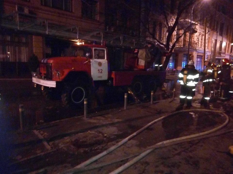В Киеве ночью горела многоэтажка, фото-2