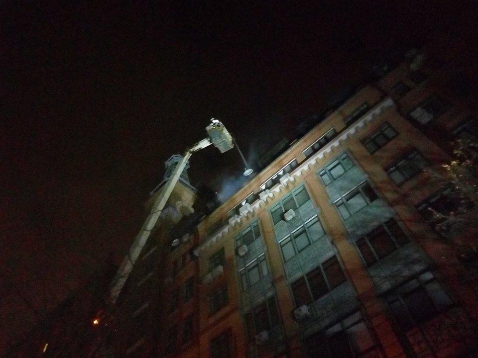 В Киеве ночью горела многоэтажка, фото-5