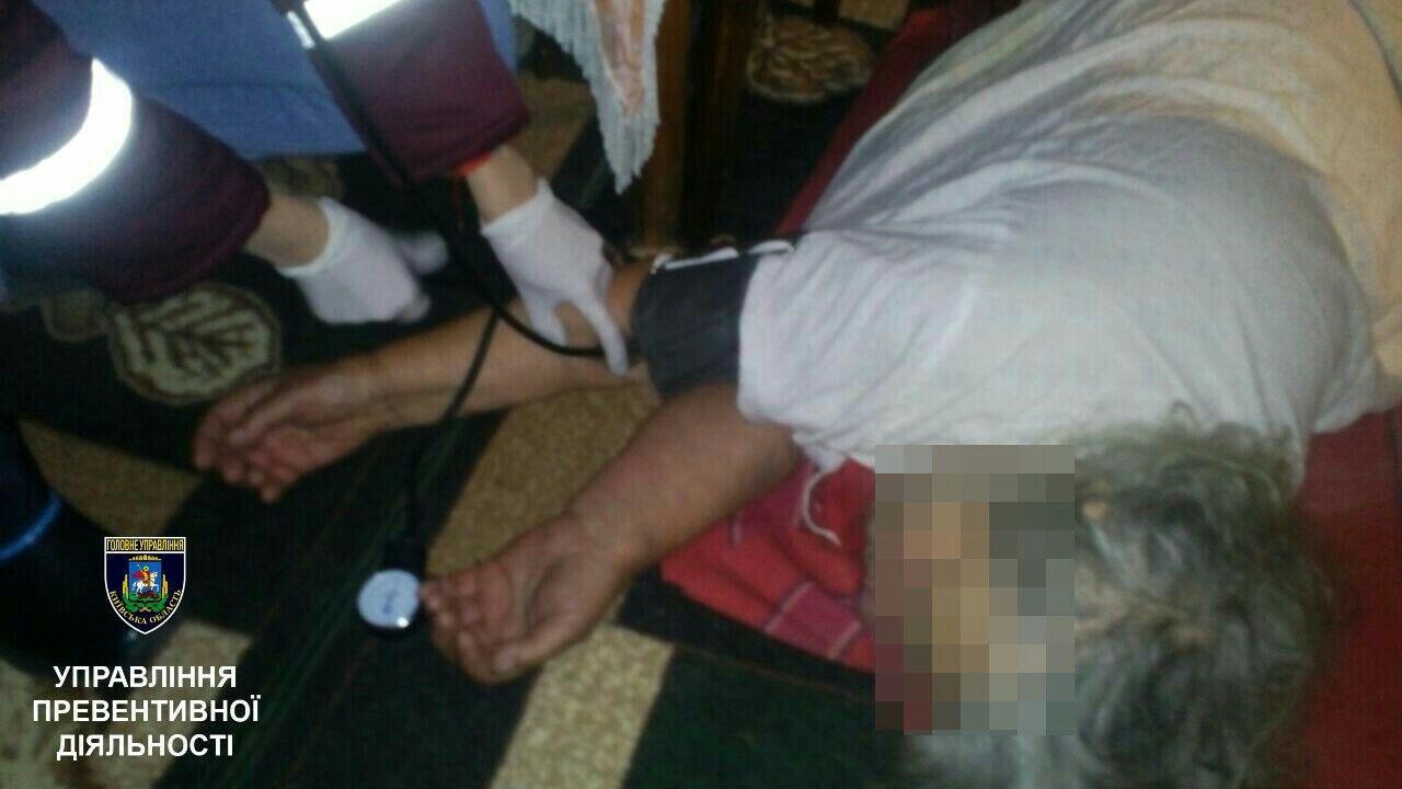 Под Киевом парализованная бабушка два дня пролежала на полу в доме, фото-1