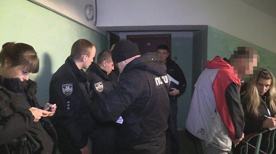 С ножом в груди: в Киеве нашли мертвой 15-летнюю девушку (ФОТО, ВИДЕО), фото-2