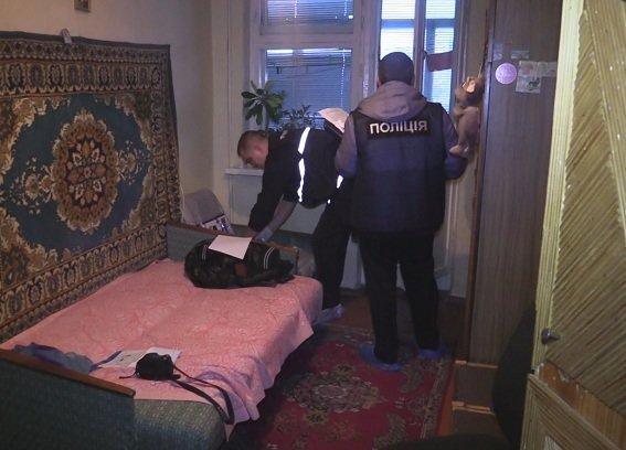С ножом в груди: в Киеве нашли мертвой 15-летнюю девушку (ФОТО, ВИДЕО), фото-3