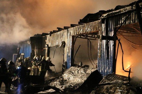 В Киеве сгорел склад лакокрасочных изделий (ФОТО, ВИДЕО), фото-7