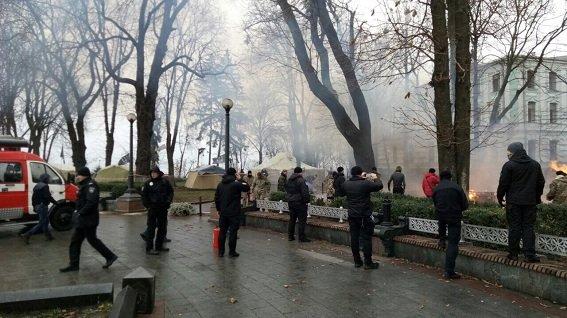 В Мариинском парке сгорела палатка (ФОТО), фото-1