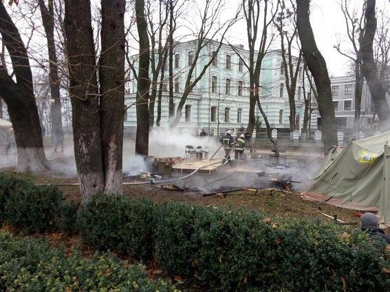В Мариинском парке сгорела палатка (ФОТО), фото-3