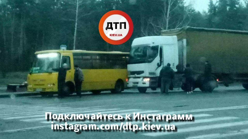 В Киеве столкнулись фура и маршрутка (ФОТО), фото-2