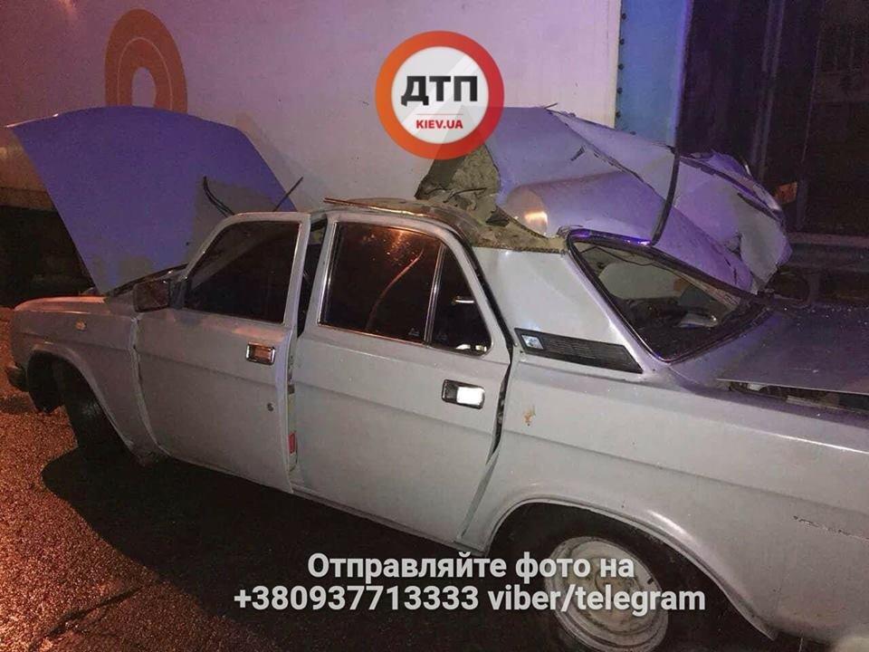 В Киеве пьяный водитель врезался в грузовик, есть пострадавшие (ФОТО), фото-2
