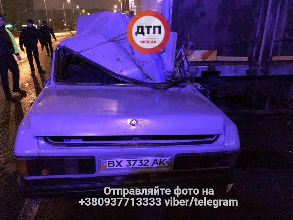 В Киеве пьяный водитель врезался в грузовик, есть пострадавшие (ФОТО), фото-3