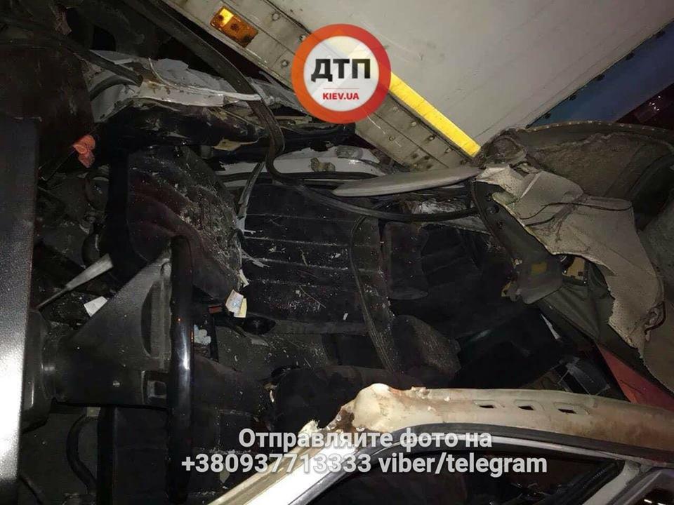 В Киеве пьяный водитель врезался в грузовик, есть пострадавшие (ФОТО), фото-4
