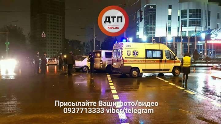 В Киеве на перекрестке столкнулись авто (ФОТО), фото-1