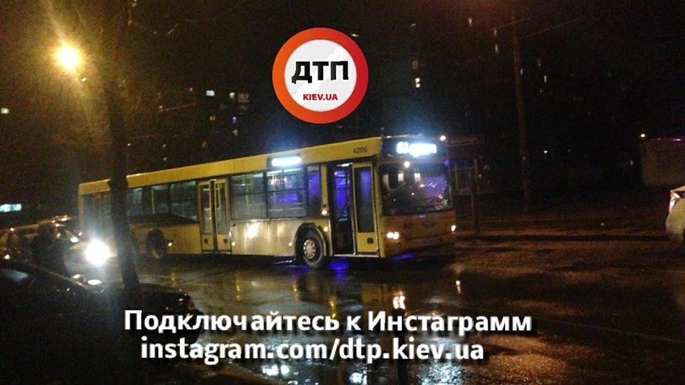 В Киеве автобус сбил пешехода (ФОТО), фото-2