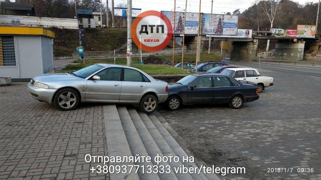 В Киеве две машины столкнулись на лестнице (ФОТО), фото-4