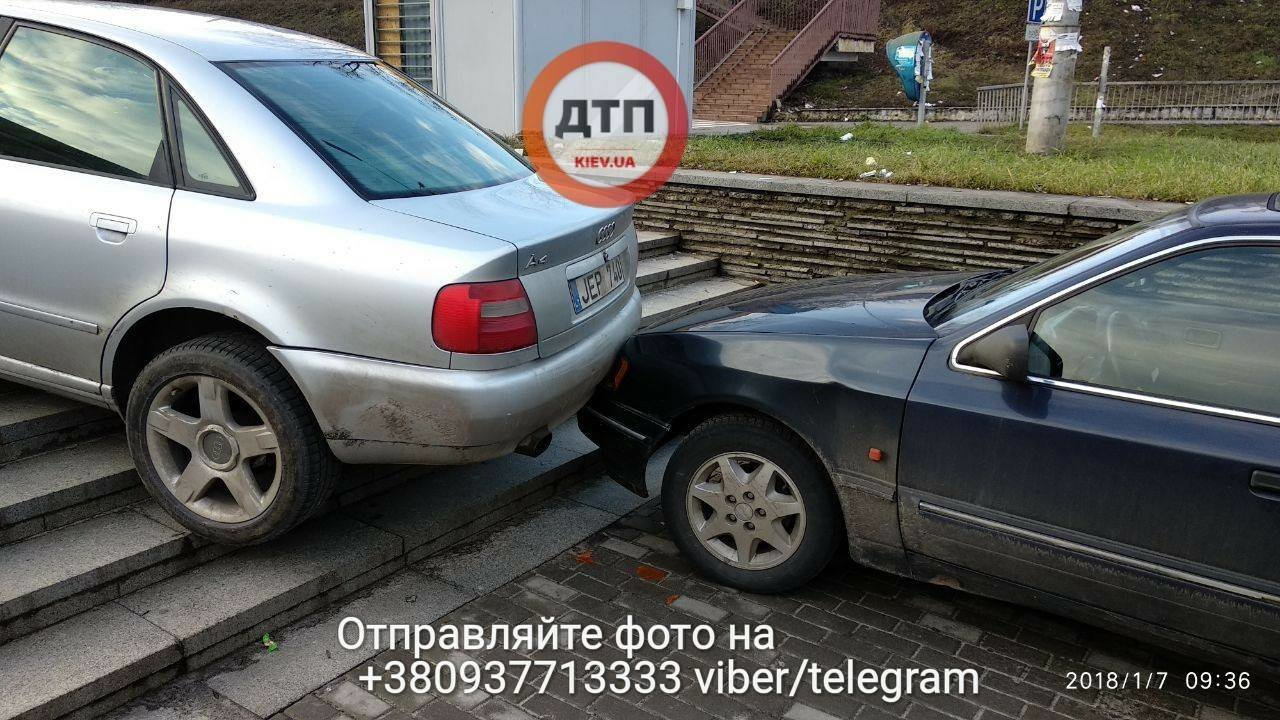 В Киеве две машины столкнулись на лестнице (ФОТО), фото-2