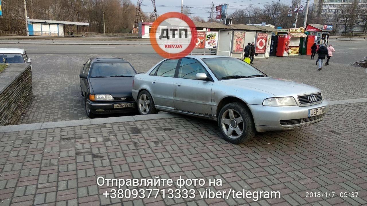 В Киеве две машины столкнулись на лестнице (ФОТО), фото-1