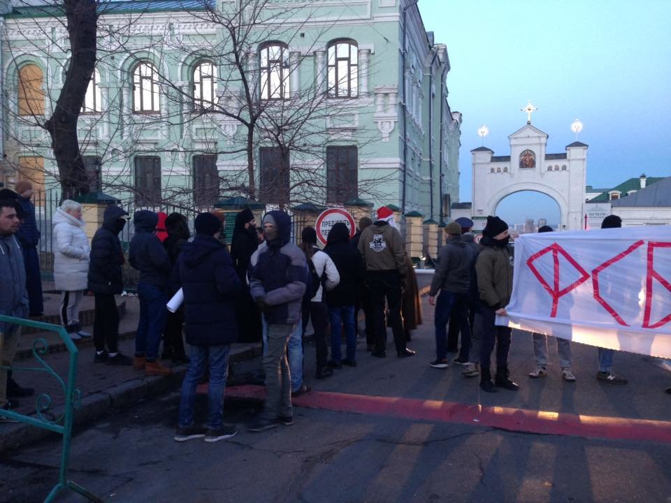 Националисты заблокировали въезд в Киево-Печерскую Лавру (ФОТО), фото-8