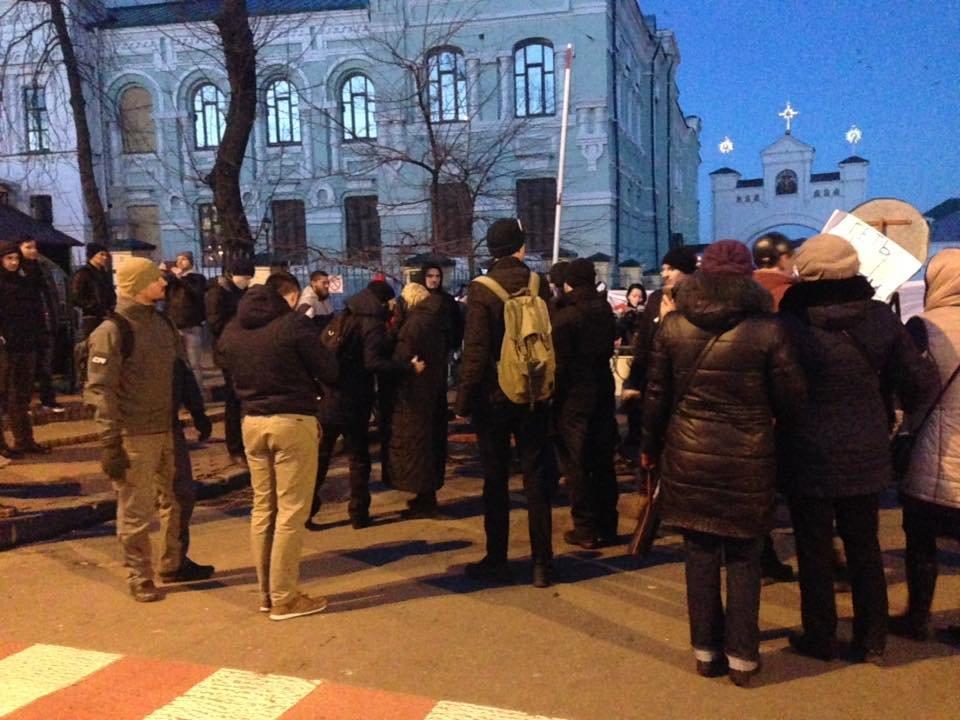 Националисты заблокировали въезд в Киево-Печерскую Лавру (ФОТО), фото-5