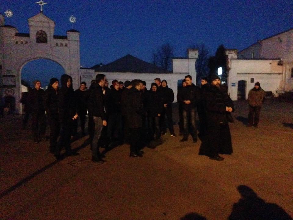 Националисты заблокировали въезд в Киево-Печерскую Лавру (ФОТО), фото-3