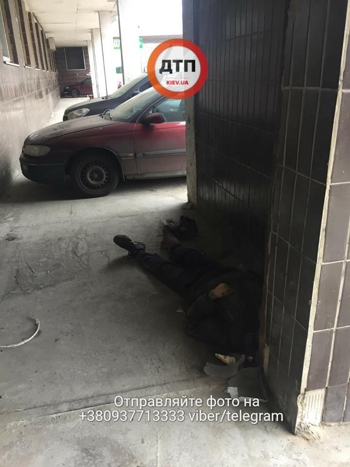 "В Киеве мужчина умер под стенами ""скорой"", так и не дождавшись помощи (ФОТО), фото-3"