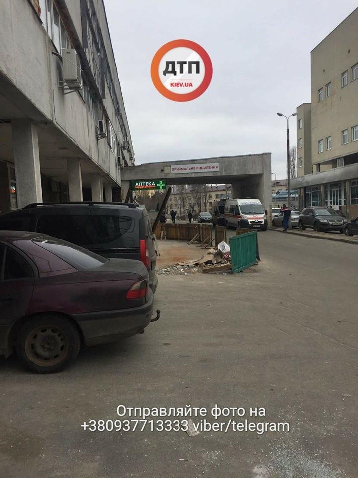 "В Киеве мужчина умер под стенами ""скорой"", так и не дождавшись помощи (ФОТО), фото-2"