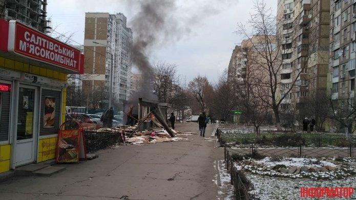 В Киеве во время демонтажа загорелся МАФ (ФОТО), фото-2