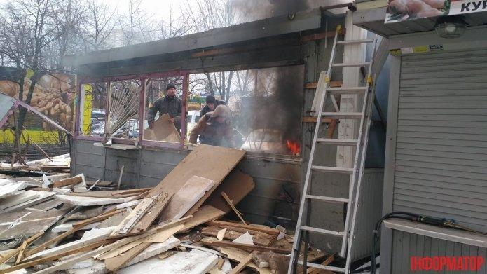 В Киеве во время демонтажа загорелся МАФ (ФОТО), фото-3